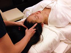 今回体験した「コレクティンクフェイシャル」というのは、頭蓋骨矯正をして、たるみを解消しようというもの!